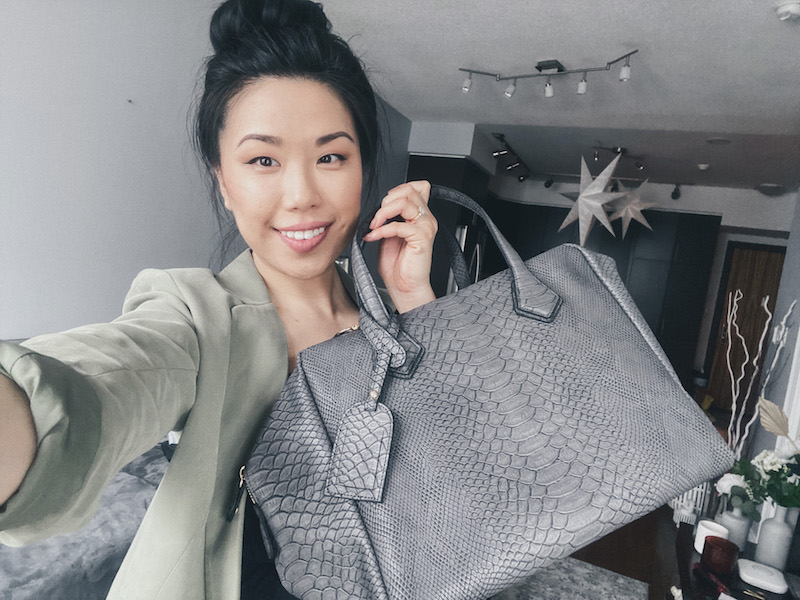 Selfie with my new ai Toronto Seoul Worker bag.